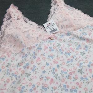 Branca Estampa Floral Azul e Rosa